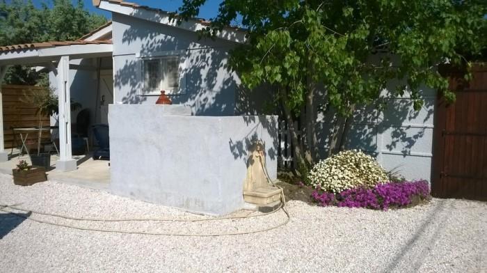 Jardin fleuri de la location de vacances à Agde